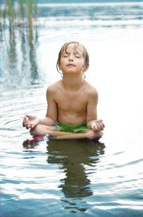 Yoga y meditación ¿Autismo y Síndrome de Down?  Para quienes padecen autismo, Síndrome Down, déficit de atención, hiperactividad practicar Yoga es doblemente beneficioso y más sí se realiza desde niños. Revitaliza el Sistema: nervioso, muscular y respiratorio. Además de desarrollar destrezas cognoscitivas y motoras, coordinación y fuerza(mental y física)