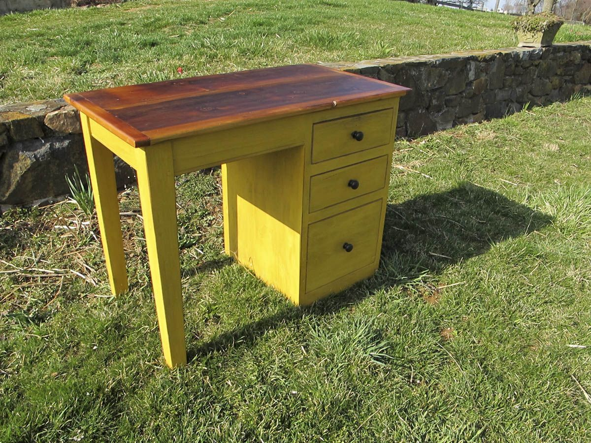 Yellow Childu0027 Desk From Furniture From The Barn.  Www.furniturefromthebarn.com