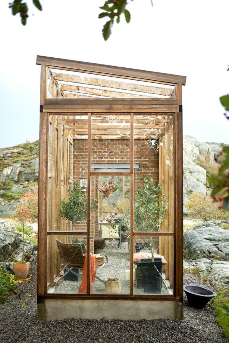 We Re Calling It Tiny Greenhouses Are The Next Big Thing In Backyards Apartment Therapy Piccola Serra Giardinaggio In Serra Cortili Piccoli Backyard mini apartments for seniors