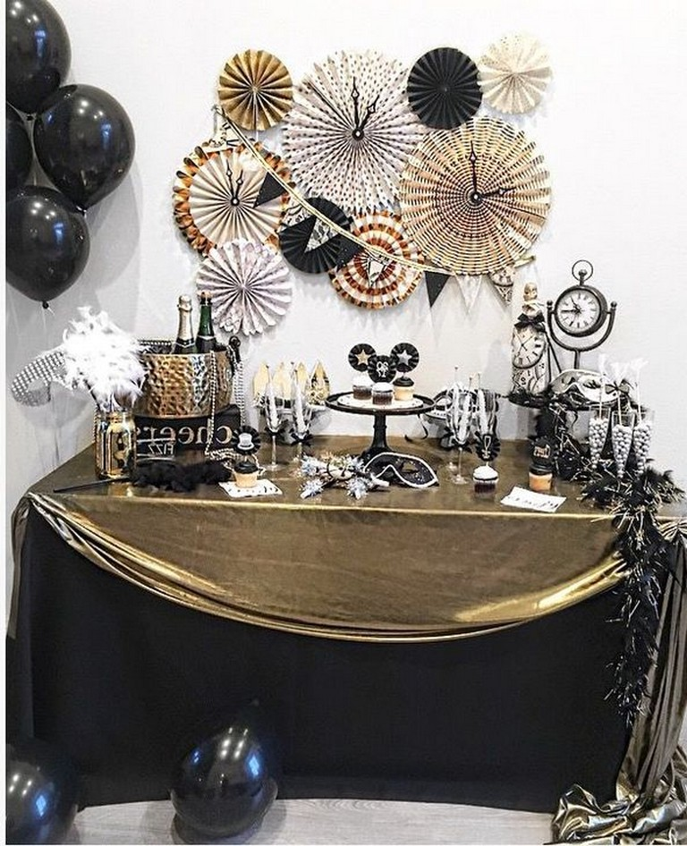 20 Gorgeous Gold And Black New Years Eve Party Decor Ideas You Should Try Trenduhome New Years Eve Party Ideas Decorations New Year S Eve Celebrations New Years Eve Dessert