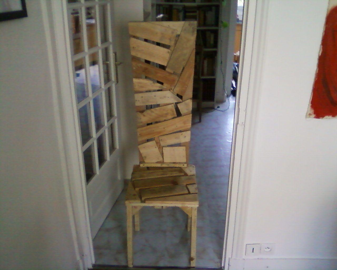 meuble palette chaise en bois recycl recyclage. Black Bedroom Furniture Sets. Home Design Ideas