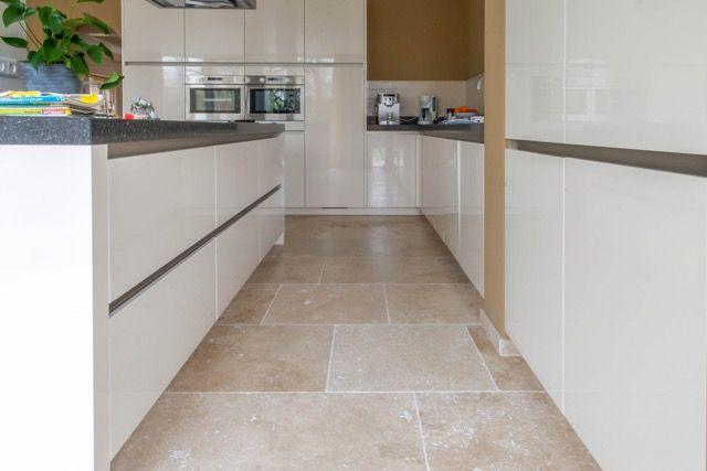 Travertin light verouderd travertin natuursteen vloer met warme