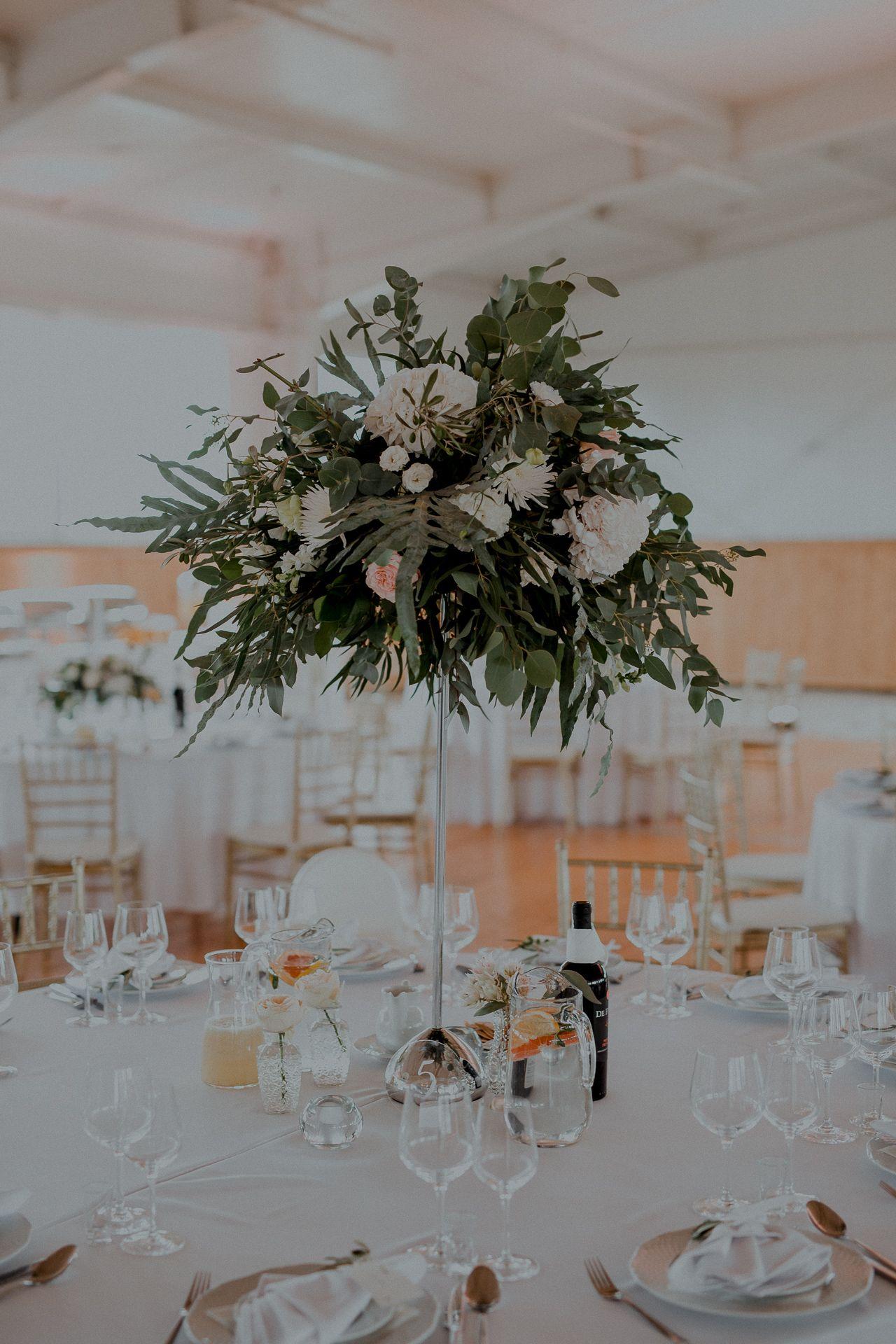 Inna Studio High Flowers On The Table Flowers For The Wedding Summer Wedding Green Wedding White Flowers Hi Wedding Decorations Wedding Table Decorations