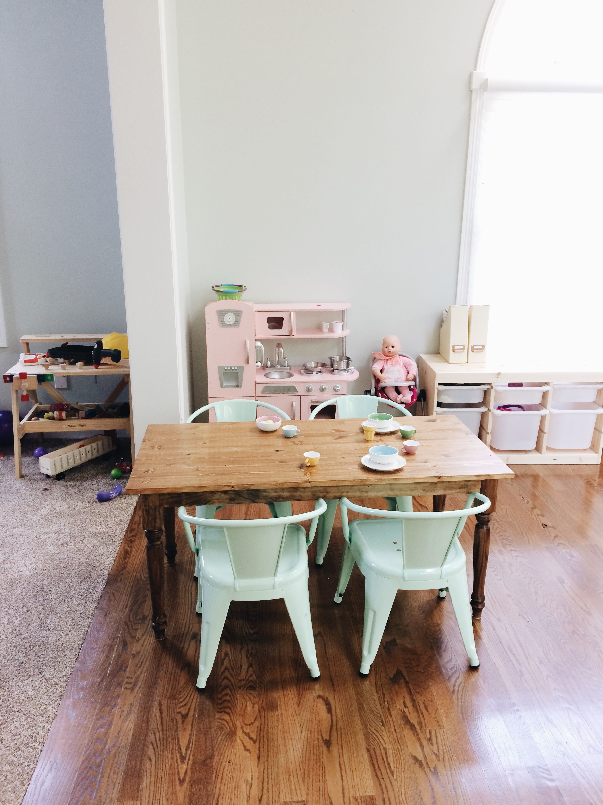Ana White Play farmhouse table DIY Projects