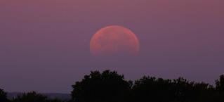 ¡Prepárate para ver el inusual eclipse lunar y superluna ésta noche!
