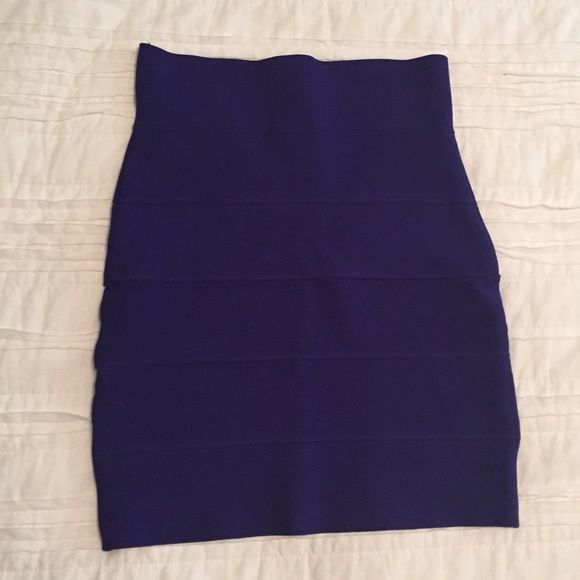 BCBG bandage skirt like new. fits tight. BCBG Skirts