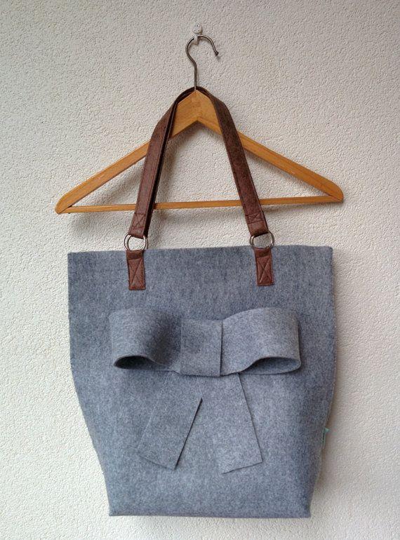 24f4bff30c3 Vilten tas met strik on Etsy, € 32,50 | carteras | Bags, Fashion bags,  Purses
