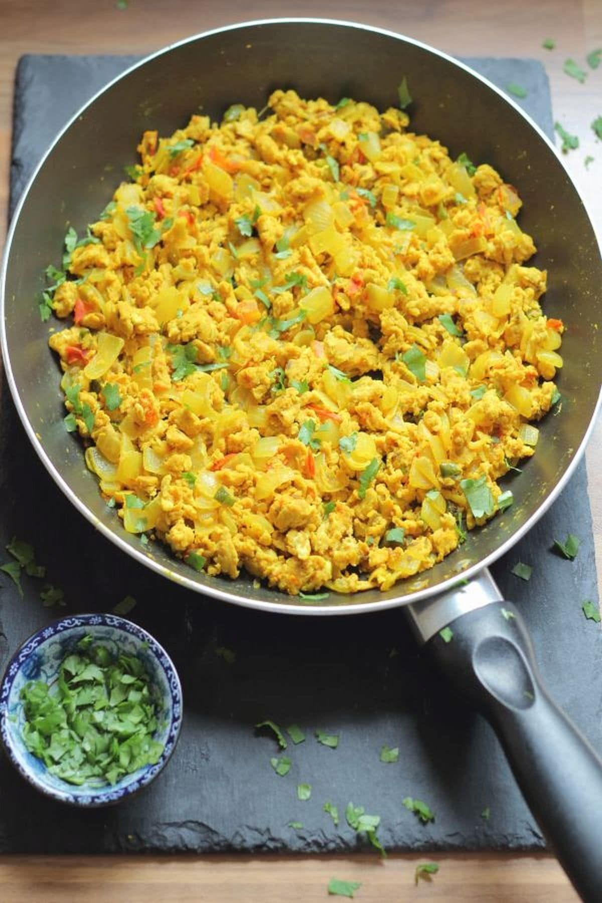This is Indian scrambled eggs made the healthy way! You will be amazed that just a few tweaks and spices added to a traditional scrambled egg recipe can produce this healthy, top weekend breakfast recipe. Tantalise the taste buds, and try something different. It's nearly a curry for breakfast! #neilshealthymeals #Indianeggsrecipe #Indianbreakfast #Indianeggs #scrambledeggs #akoori #andabhurji #vegetarian #glutenfree