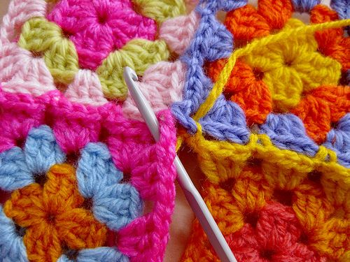 joining granny squares :: step 18