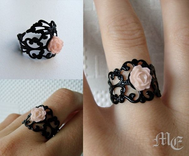 Handmade pink flower victorian ring for sale. Contact me: mariells.boutique@gmail.com #ring #jewellery #ring #black #victorian #rose #pink #pale #pastel