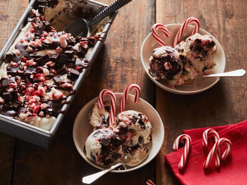 No-Churn Peppermint-Chocolate Chunk Ice Cream #healthyicecream