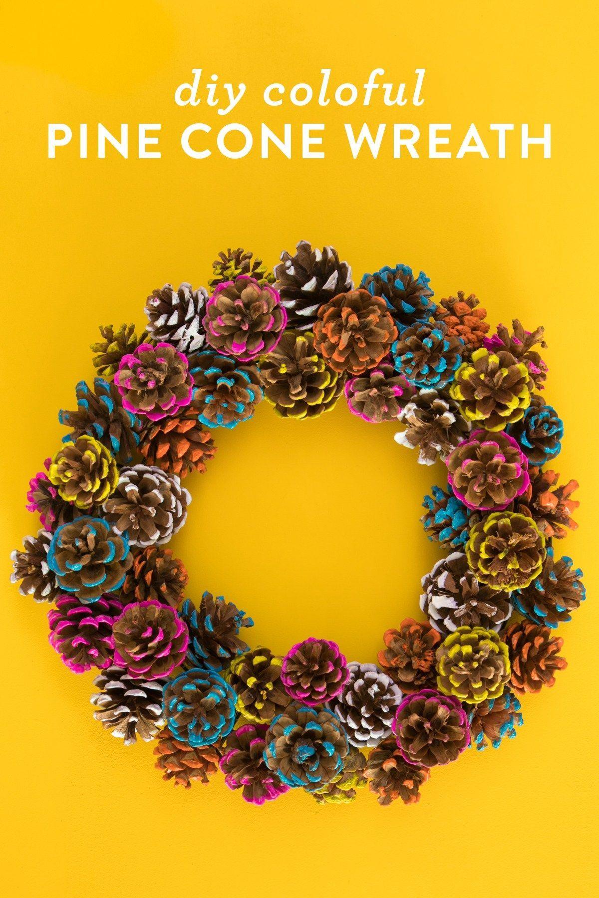 DIY bunte Tannenzapfen Herbst Kranz - Sarah Hearts #pineconeflowers