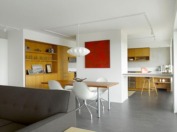 A redesigned mid-century apartment in Seattle Flache Schuhe - wohnzimmer modern eingerichtet