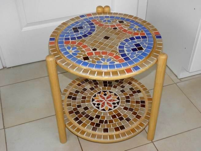 Round mosaic table with double tray.