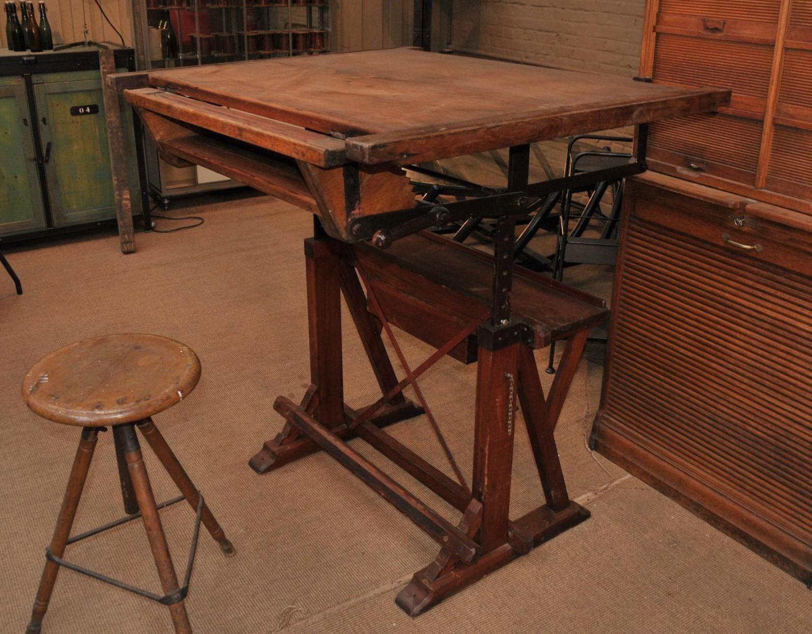 le grenier roubaix france stock ancienne table d 39 architecte r glable 1900 meubles. Black Bedroom Furniture Sets. Home Design Ideas