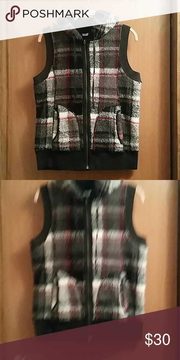 ff027c9654e61 Reversible Hoodie Vest Jacket So Chic! 2 in 1 Plaid on one side, Solid  Black on the other Jackets & Coats