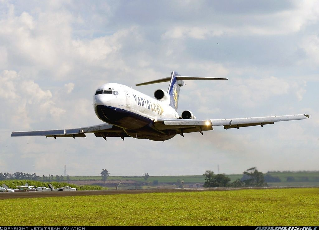 VarigLog B727 freighter PP-VQU in a gorgeous low pass...