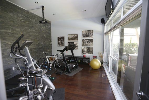 nice home gym sous sol pinterest entrainement. Black Bedroom Furniture Sets. Home Design Ideas