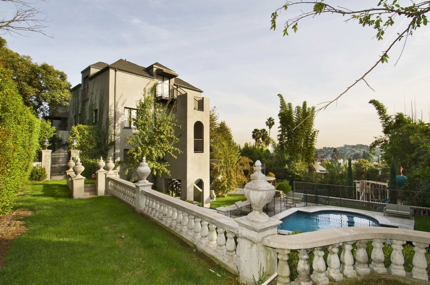 Katy Perry S Crib Is Sweet Celebrity Houses Los Angeles Homes