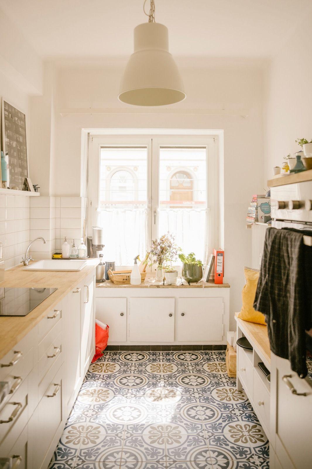 Wunderschöne Küche mit buten Fliesen  Haus küchen, Fliesen küche