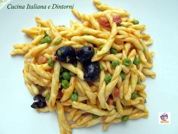Trofie con pancetta, piselli e olive