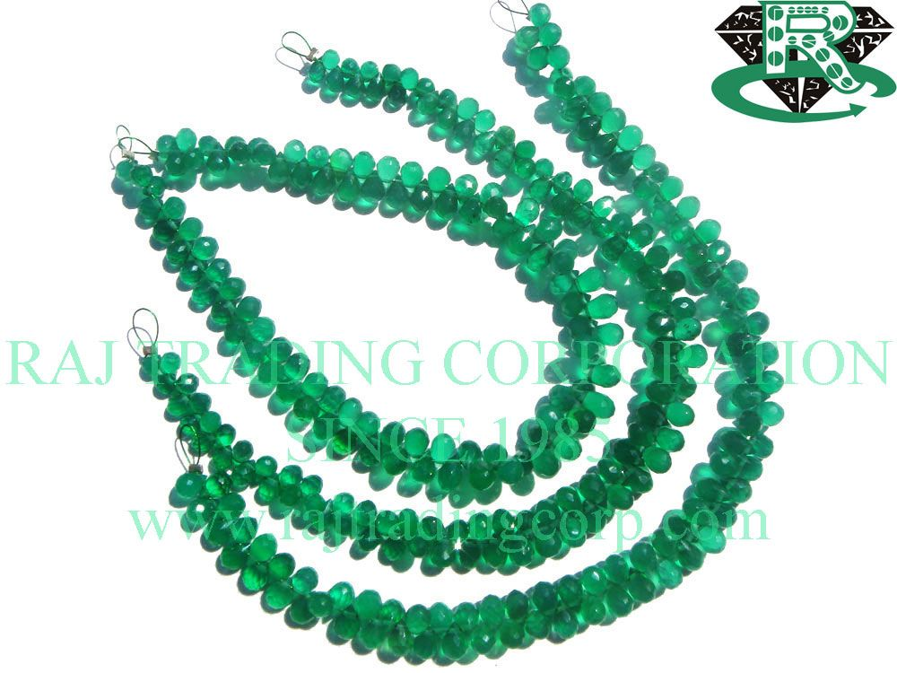 Green Onyx Faceted Drops (Quality AAA) Shape: Drops Faceted Length: 18 cm Weight Approx: 5 to 7 Grms. Size Approx: 3.5x5 to 4x6 mm Price $32.62 Each Strand