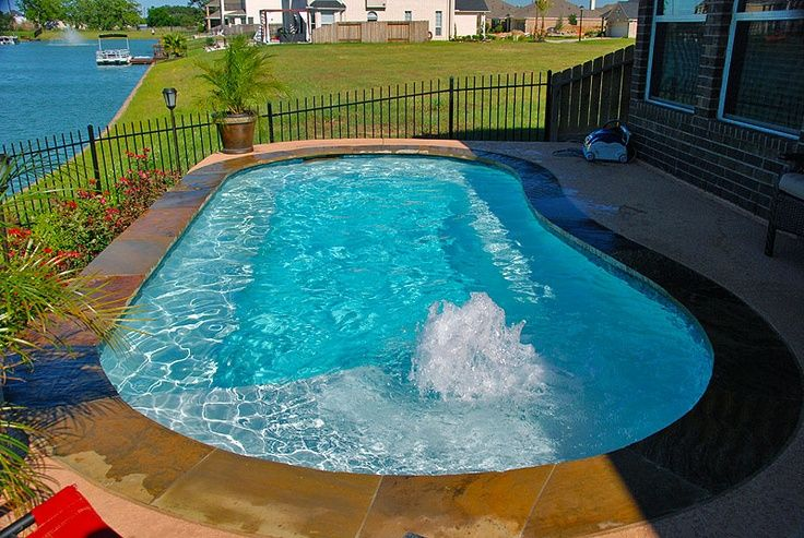 Small pool design with a tanning ledge and bubblers http for Pool design with tanning ledge