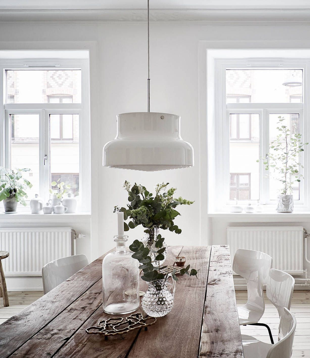 White and warm tints | Interiors, Dining and Room