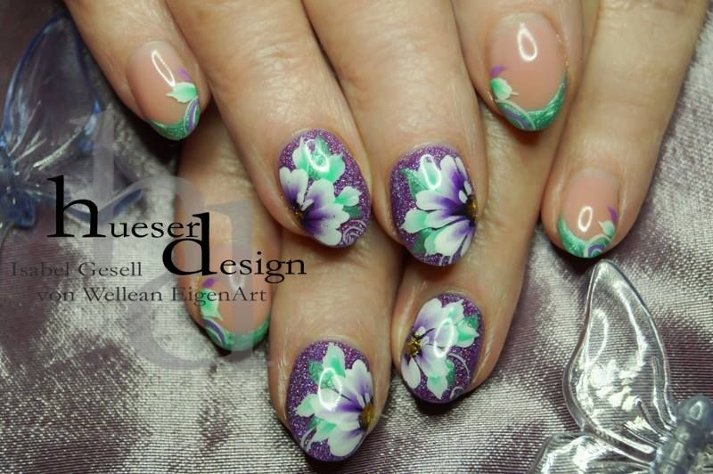 Flower Design with Flux Neon Sparkle UV Gel no. 05! Photo and naildesign by Isabel Gesell. http://www.vw-e.de/uv-gel-neon-sparkle-5ml.html