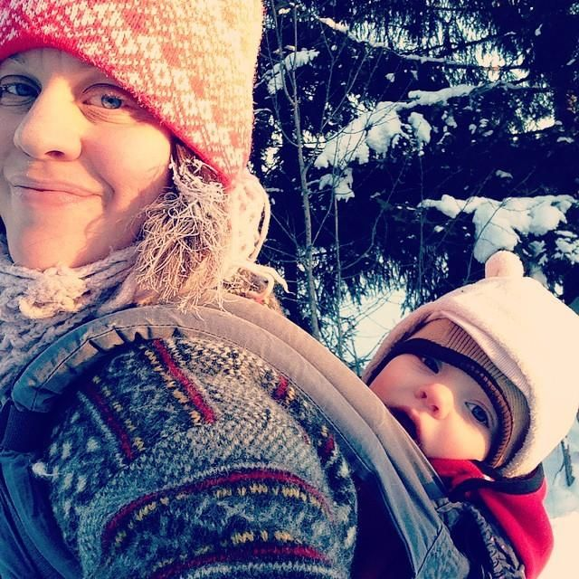 hejemmisen: winter babywearing ergobaby and a small toddler