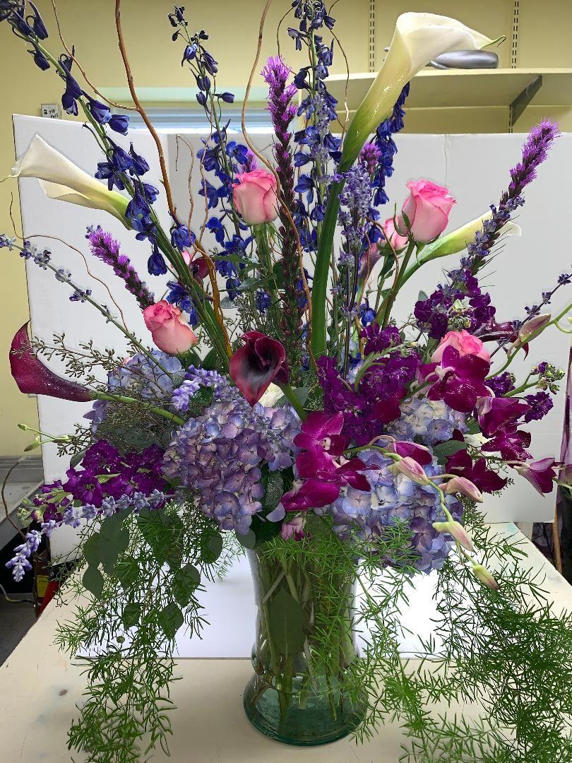 Flower Arrangement We Designed For Jennifer Lopez S Dressing Room Florist Flowerarrangement Flora Flower Delivery Flower Arrangements Fresh Flower Delivery