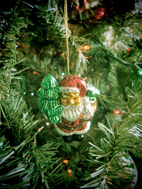 Love this Santa ornament image from New York Diaries' Etsy store! $10