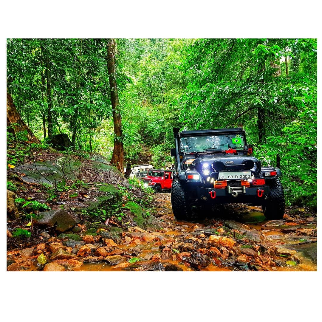 WE LIVE YOUNG WE LIVE FREE #jeeplove #mahindra #thar #tharlover