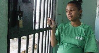 Grávida esquecida na prisão pelo marido no RJ é a realidade das detentas no país (Agência O Globo / Marcelo Carnaval)