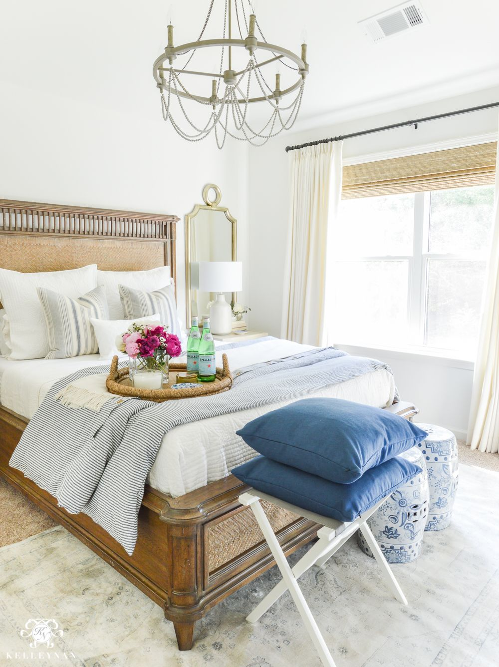 Attirant Guest Room Essentials  What Every Guest Bedroom Should Have  Blue And White Guest  Bedroom With Chandelier
