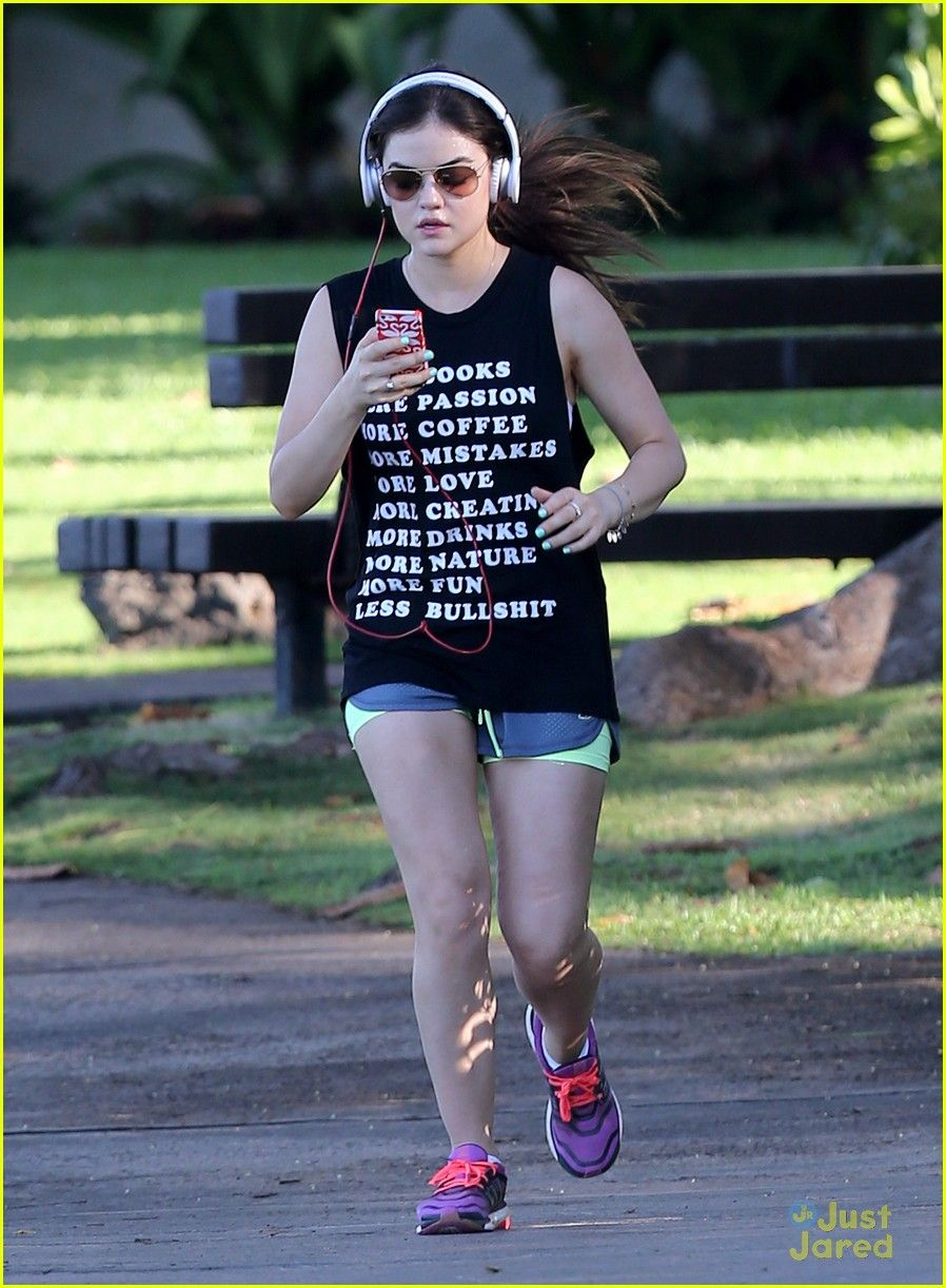 Lucy Hale: Running in Maui | lucy hale running maui 05