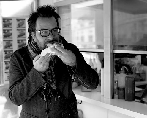 Honest Cooking Editor In Chief Kalle Bergman bids welcome from his favorite hot dog stand.