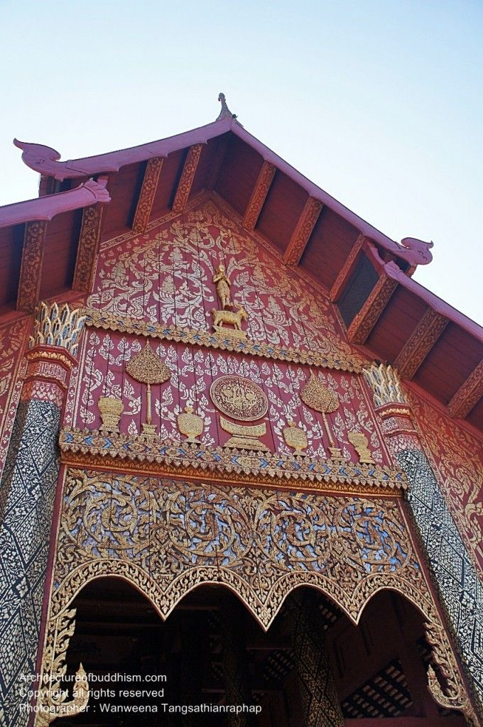 Carving in front of the main viharn