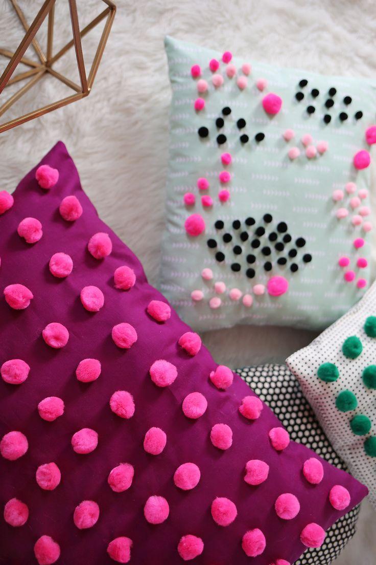 Fügen Sie Pom Poms zu Ihren Kissen hinzu, um einen strukturierten Effekt zu erzielen images