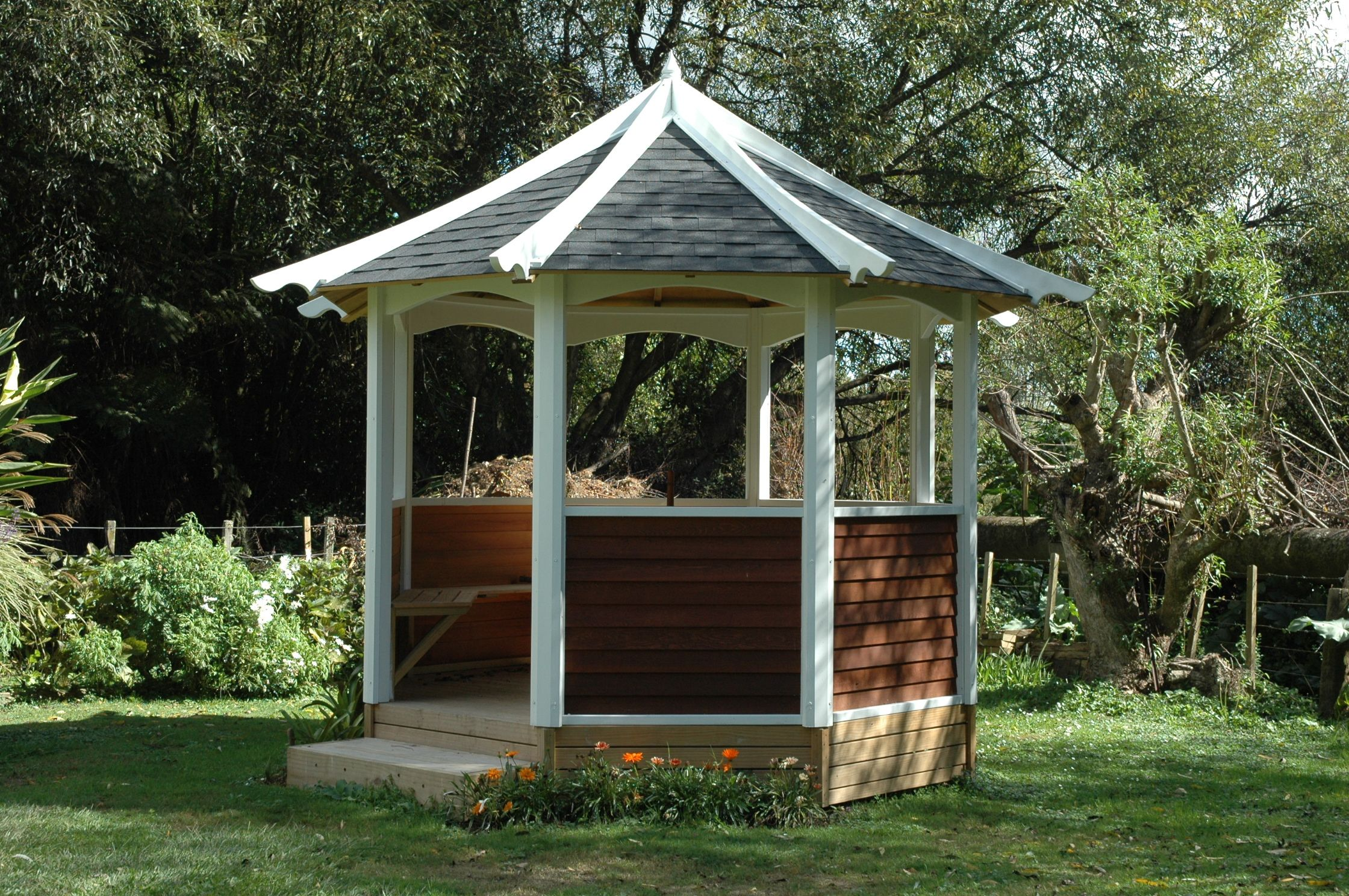 3 0m Octagonal Gazebo Painted White Posts And Arched Roof Rafters