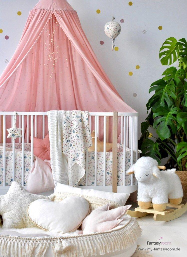 Babyzimmer Mit Kuscheligen Textilien In Creme Und Altrosa Coin Des Enfants Enfant