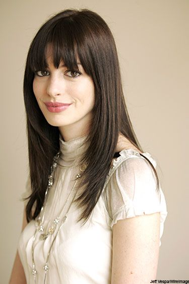 Robot Ghost Anne Hathaway S Long Hair With Blunt Bangs Anne Hathaway Hair Anne Hathaway Haircut Hair Styles