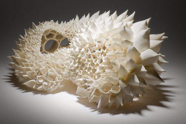 Afbeelding van http://www.featherofme.com/wp-content/uploads/Nuala-ODonovan-a-sculptural-ceramic.jpg.