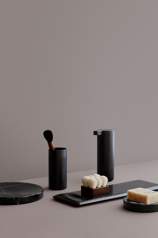 Black Power Fur Das Badezimmer Von Blomus In 2020 Seifenspender Seifenspender Schwarz Seife