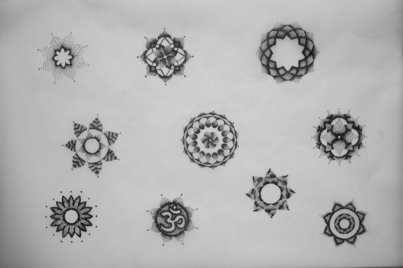 a533b835b41d1 small dotwork flower - Google Search | tatted up | Mandala tattoo ...