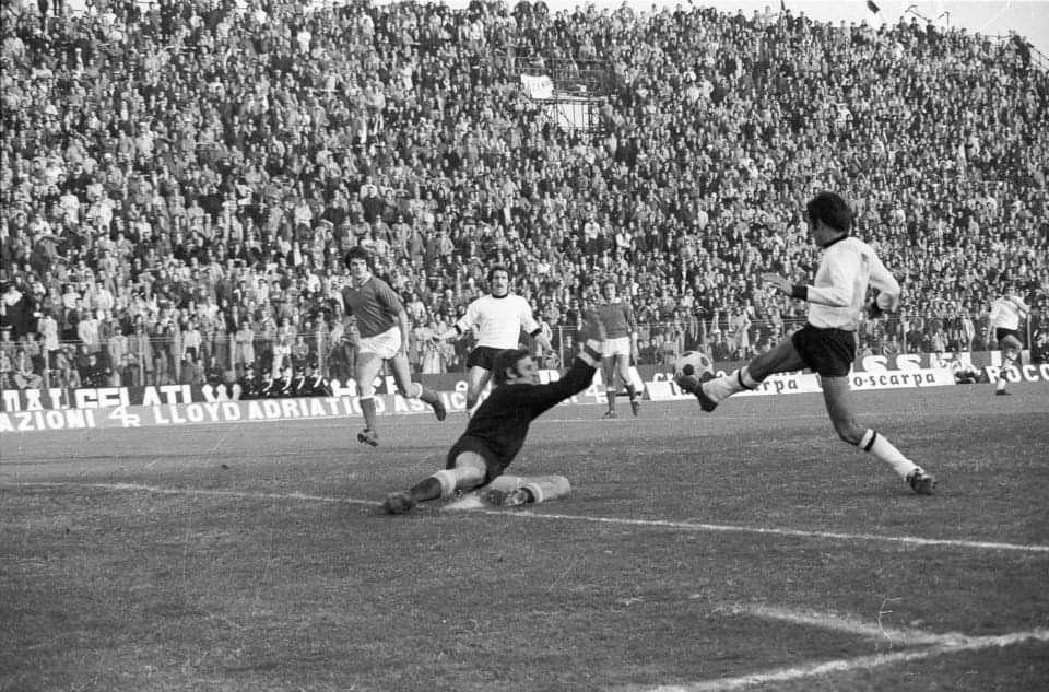 28 Ottobre 1973 Cesena 1 Verona 0 Bellu para un tiro di ...