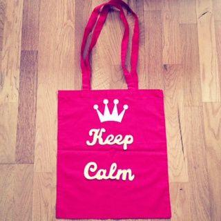 Keep Calm and Amapolaroid!! Bolso de algodón orgánico. Medidas: 37×41 cm. de asas largas. Cosido a mano con productos de primera calidad.