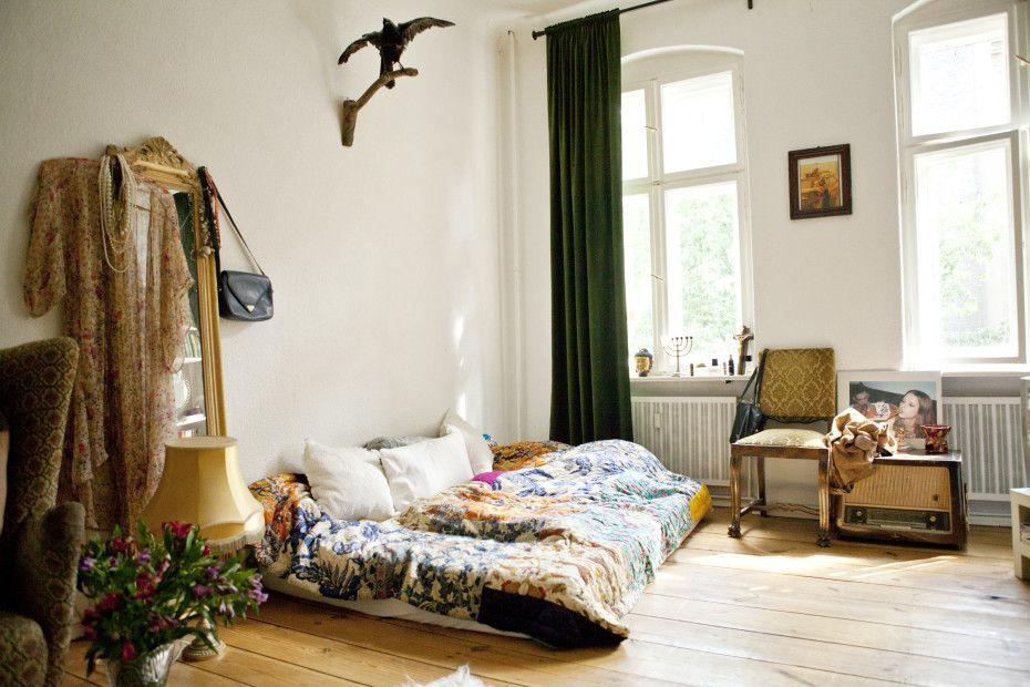 Freunde Von Freunden English Theresa Martinat Photographer And Writer Apartment Neukolln Berlin Wohn Schlafzimmer Wg Zimmer Und Schlafzimmer Inspiration