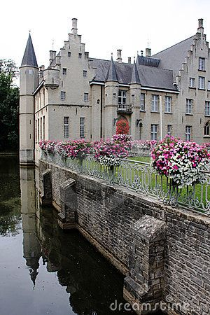 Castle with wall and lake (city of Beveren, Belgium)*-*.