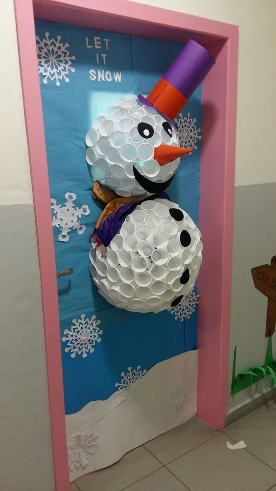 Snowman made of plastic cups #cutecups Snowman made of plastic cups #christmasdoordecorationsforschool
